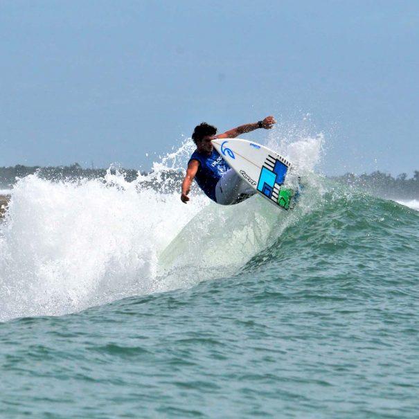 Borja Ibarra Escuela de surf los locos 3
