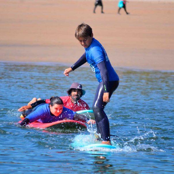 niño surf los locos surf school