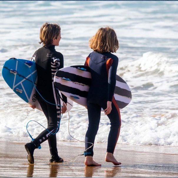 peque surf escuela de surf los locos cantabria suances